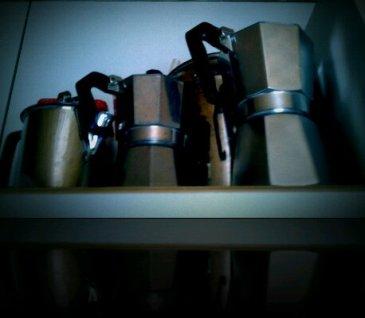 Tavaraa joka paikassa...kaapeissa ja niiden päällä!