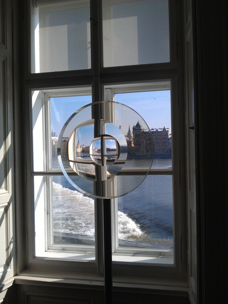 Museon ikkunasta näkyy Vlatava