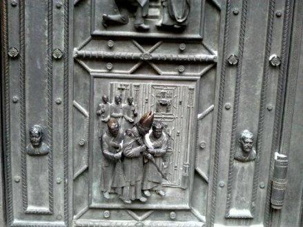 wpid-kirkon-oven-kertomaa.jpg