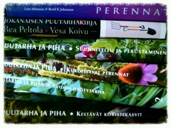 Nyt on kevät kukkeimmillaan ja puutarhan aika...puutarhakirjojen kautta toteutukseen!