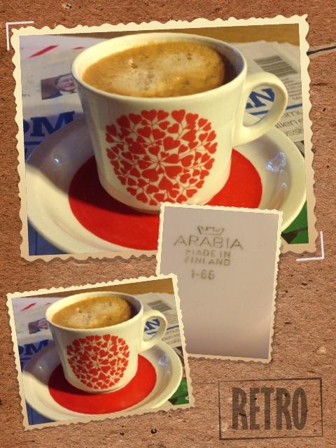 """""""Kahvikuppi on BR-mallia, jonka tuotantoaika on ollut 1969-75. Koristeen nimi on """"Takiainen"""" ja sen on suunnitellut Raija Uosikkinen 1970. Kahvikupit ovat Keskon tilaustuote, eivät varsinaista vakiomallituotantoa."""" Tieto Design-museolta"""